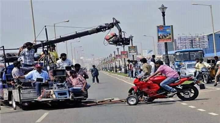 तमिलनाडु में फिल्म और टेलीविजन इंडस्ट्री पिछले 2 महीने बंद थी। गुरुवार से कुछ जगह शूटिंग शुरू हुई।