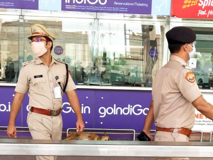 एयरपोर्ट पर पुलिस और चिकित्सा विभाग के अधिकारी मौजूद रहे।