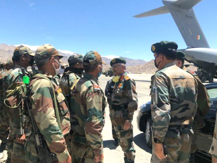 चीन के साथ तनाव के बीच सेना प्रमुख नरवणे ने लद्दाख का दौरा किया, 3 हफ्ते से क्षेत्र में टकराव की स्थिति है|देश,National - Dainik Bhaskar