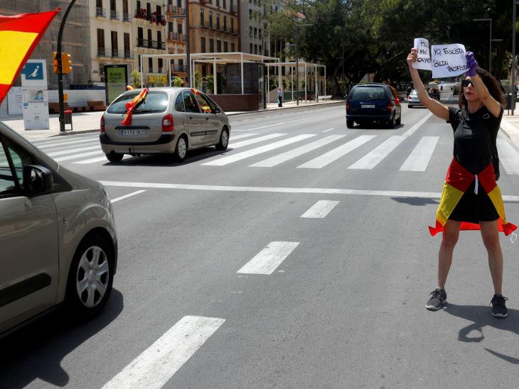 स्पेन की वोक्स पार्टी ने कोरोनावायरस से निपटने को लेकर सरकार की नीतियों के खिलाफ प्रदर्शन किया।