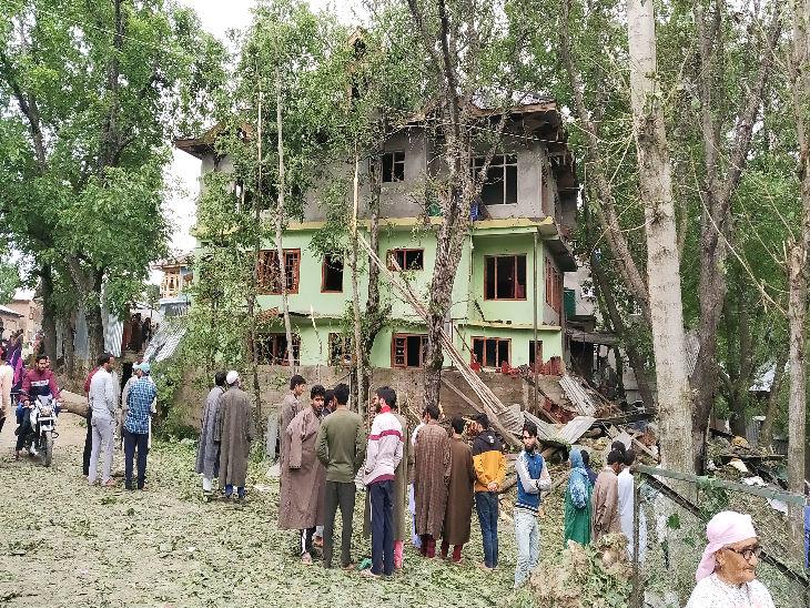 कार में जब विस्फोट किया तो मलबा उड़कर 50 मीटर ऊपर तक गया, मकानों की खिड़कियां टूट गईं देश,National - Dainik Bhaskar
