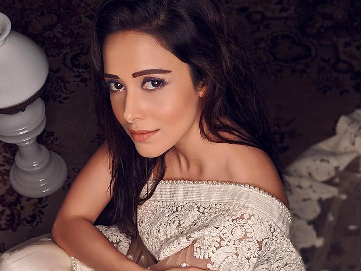 साड़ी पहन नुसरत भरुचा ने फोटोज शेयर किए, साथ में लिखा- 'अब अगर दुआ में तेरा नाम ना ले पाऊं...' बॉलीवुड,Bollywood - Dainik Bhaskar