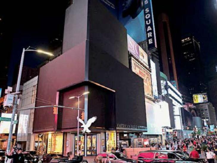 न्यूयॉर्क के टाइम्स स्क्वेयर पर हैशटेगडोंटगो डार्क अभियान के तहत बिलबोर्ड की लाइटें बंद रखी गईं। रेस्तरां, होटल और शोरूम संचालकों ने छूट देने की मांग की।