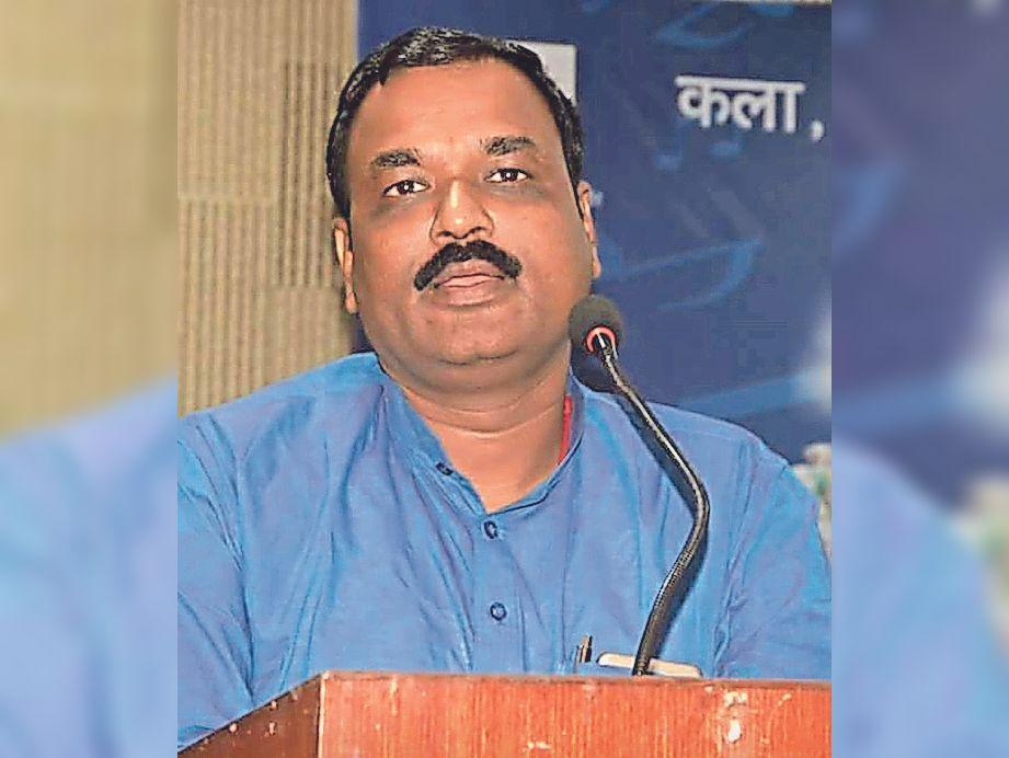 मंत्री कृष्ण कुमार ऋषि।