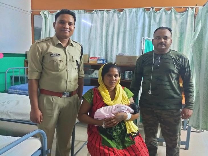पुलिस ने मां को जब उसकी बेटी से मिलाया तो चेहरों पर सुकून था।