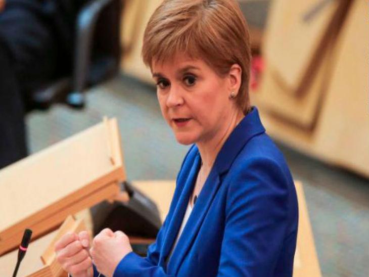 स्कॉटलैंड की प्रधानमंत्री निकोला स्टर्जन ने अपने देशवासियों से ब्रिटेन के लॉकडाउन हटाने के नियमों को न मानने की अपील की।