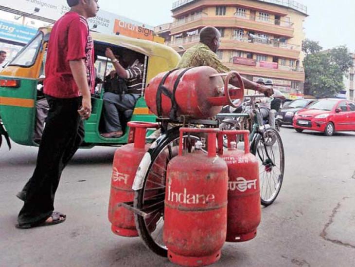 रसोई गैस की कीमत बढ़ी, दिल्ली में 14.2 किलोग्राम के बिना सब्सिडी वाले सिलेंडर का मूल्य 11.50 रुपए बढ़कर 593 रुपए हुआ|कंज्यूमर,Consumer - Dainik Bhaskar