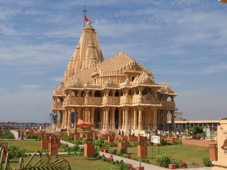 सोमनाथ मंदिर सभी 12 ज्योतिर्लिंगों में पहला है। यहां गर्भगृह में हमेशा प्रवेश बंद रहता है।