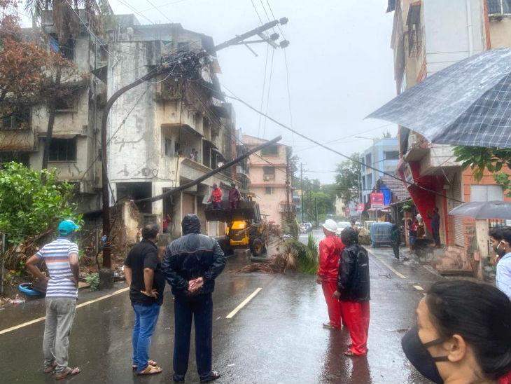 तूफान के असर के चलते रायगढ़ में बिजली व्यवस्था पर असर पड़ा।