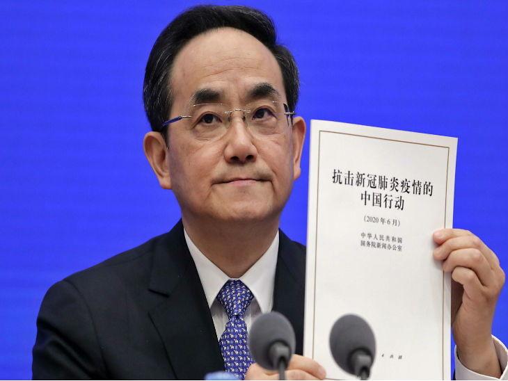 चीन की कम्युनिस्ट पार्टी के पब्लिसिटी डिपार्टमेंट के उप प्रमुख शु लिन रविवार को कोरोना पर जारी श्वतेपत्र जारी किया। इसमें उन्होंने संक्रमण को लेकर चीन पर लगे आरोपों का खंडन किया है।