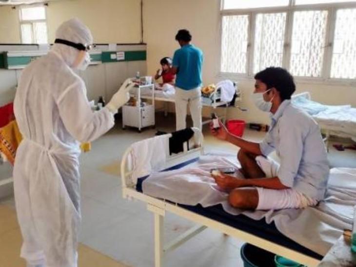 कोरोना संक्रमितों के इलाज के मामले पर राज्य सरकार और उप-राज्यपाल बंटे हुए नजर आ रहे हैं। उप-राज्यपाल ने सोमवार को कहा कि अस्पतालों में सभी का इलाज होगा।- फाइल फोटो - Dainik Bhaskar