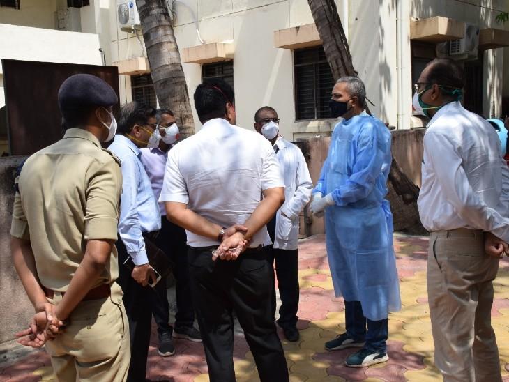 मामला सामने आने के बाद जिलााधिकारी और एसपी हॉस्पिटल पहुंचे और उन्होंने अस्पताल के स्टाफ से पूछताछ की। - Dainik Bhaskar