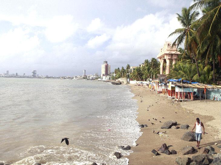 यह तस्वीर मुंबई के दादर चौपाटी की है। यह बीच बुधवार को खाली दिखा।