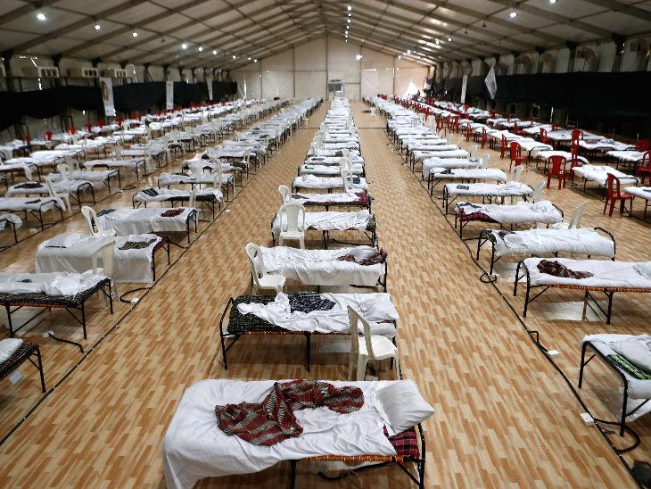 यह तस्वीर मुंबई के बांद्रा स्थित अस्थायी कोविड अस्पताल की है। शहर में अब तक 52 हजार से ज्यादा संक्रमित मिल चुके हैं। गुरुवार को 3607 मरीज बढ़े।