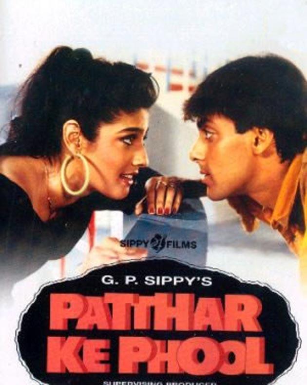 'पत्थर के फूल' का निर्देशन अनंत बालानी ने किया था। इस फिल्म के लिए रवीना को बेस्ट फीमेल डेब्यू का फिल्मफेयर अवॉर्ड मिला था।