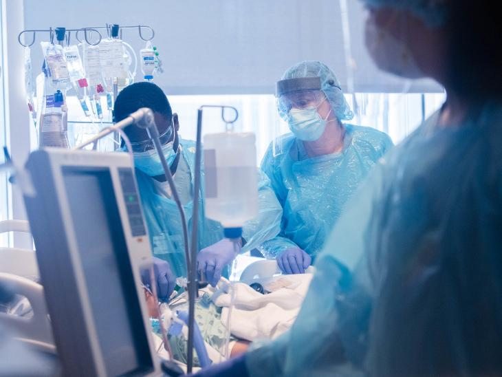 यह तस्वीर 10 घंटे चली सर्जरी की है। डॉ. अंकित भरत के मुताबिक, ऐसी स्थिति सबसे बड़ा चैलेंज उस मरीज की बीमारी होती है और ये देखना होता है कि वो किस स्टेज पर है