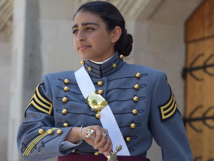 भारतीय मूल की अनमोल नारंग यूएस मिलिट्री एकेडमी से ग्रेजुएट होने वाली पहली सिख महिला, सेकंड लेफ्टिनेंट का पद संभालेंगी विदेश,International - Dainik Bhaskar