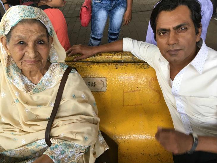 फिल्म अभिनेता नवाजुद्दीन सिद्दिकी के साथ फारुख जफर।