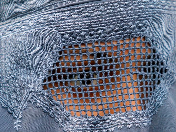 हर वक्त तालिबान के घर में घुस आने का खतरा रहता था। इसलिए मां पांच साल तक दिन-रात जागकर हम लोगों की रखवाली करती रही। -प्रतीकात्मक फोटो - Dainik Bhaskar
