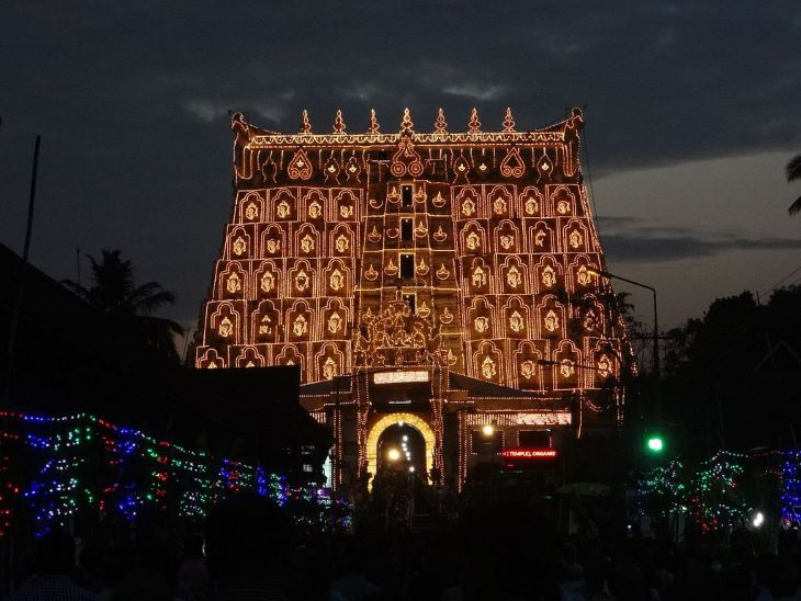 पद्मनाभस्वामी मंदिर उन चुनिंदा मंदिरों में से है जिनका उल्लेख एक से ज्यादा ग्रंथों में है। पद्मनाभ मंदिर का जिक्र ब्रह्मपुराण, पद्मपुराण, वाराहपुराण सहित 8 पुराणों और महाभारत में मिलता है। मंदिर 5000 साल से ज्यादा पुराना माना जाता है।