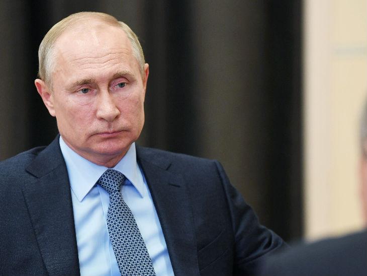 रूस के राष्ट्रपति व्लादिमीर पुतिन को संक्रमण से बचाने के लिए रूस की कंपनी ने स्पेशल डिसइन्फेक्ट टनल बनाया है।