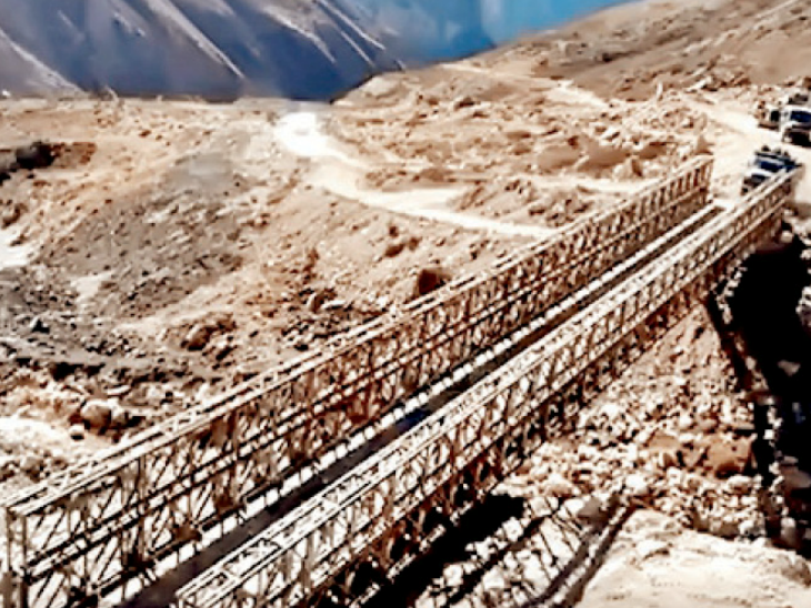 उत्तरकाशी में चीन सीमा पर अस्थायी पुल बनाया गया है।