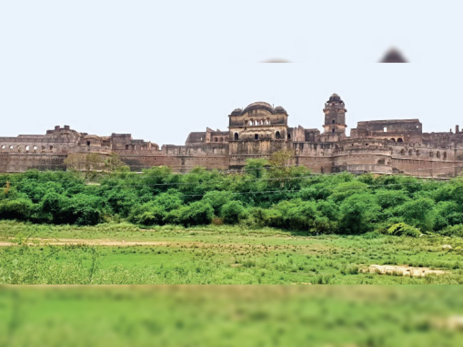 तलहटी में तालाब और पार्क बनेगा, ताकि किला घूमने आने वाले सैलानी बोटिंग भी करसकें भिंड,Bhind - Dainik Bhaskar