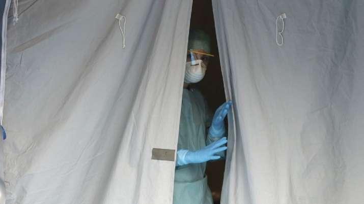 गुरुवार को पंचकूला में एक साथ 23 मामले सामने आए थे। वहीं शुक्रवार को पंचकूला में 10 कोरोना पॉजिटिव मरीज सामने आए हैं।पंचकूला की सिविल सर्जन डॉ जसजीत कौर ने इन मामलों की पुष्टि की है। - Dainik Bhaskar