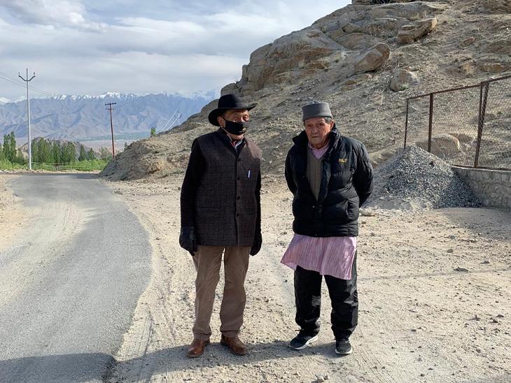 सोनम वांगचुक के पिता 92 साल के हैं। वे हिमाचल प्रदेश के धर्मशाला में दलाई लामा के सिक्योरिटी ऑफिसर रह चुके हैं।