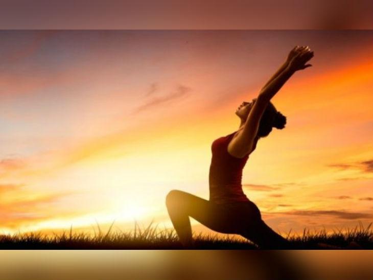 पूरे शरीर के लिए है फायदेमंद सूर्य नमस्कार, वजन घटाने के साथ यह बॉडी को लचीला भी बनाता है|लाइफ & साइंस,Happy Life - Dainik Bhaskar