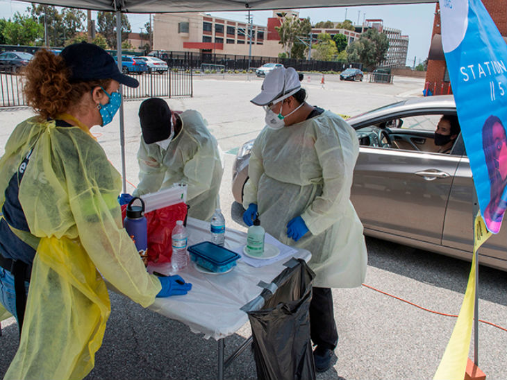 कैलिफोर्निया के टिंगलवुड लोगों की वायरस एंटीबॉडी टेस्टिंग के लिए लगाया गया अस्थाई कैंप।