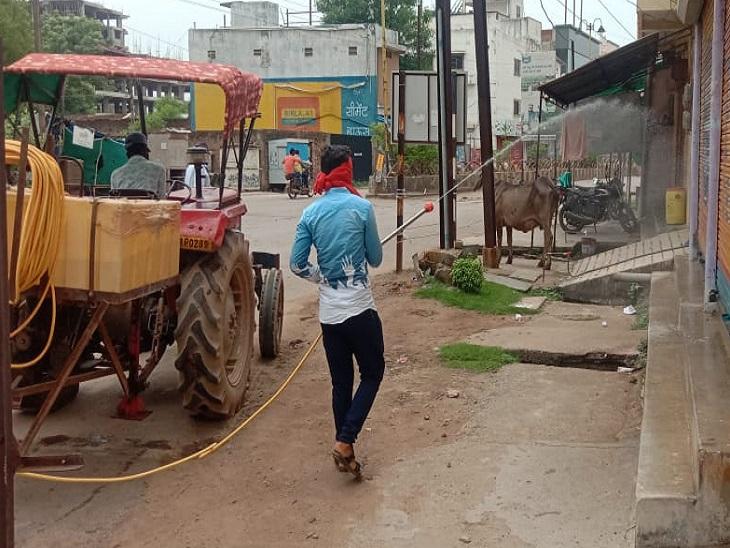 तस्वीर राजनांदगांव शहर की है। पूरे शहरी इलाके को सैनिटाइज किया जा रहा है।
