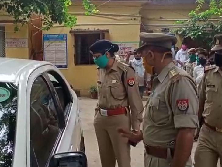 औरैया में जिला जज की गाड़ी पर हमला, तेज धमाके के साथ शीशा टूटा, साथ में एडीजे भी बैठे थे, पड़ताल में जुटी पुलिस|उत्तरप्रदेश,Uttar Pradesh - Dainik Bhaskar
