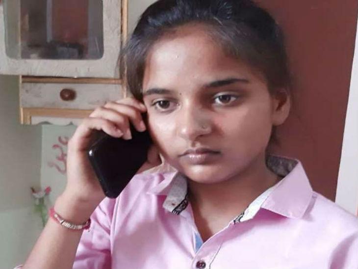 यूपी के बागपत जिले के बड़ौत की रहने वाली रिया ने हाईस्कूल में पहला स्थान हासिल किया है।