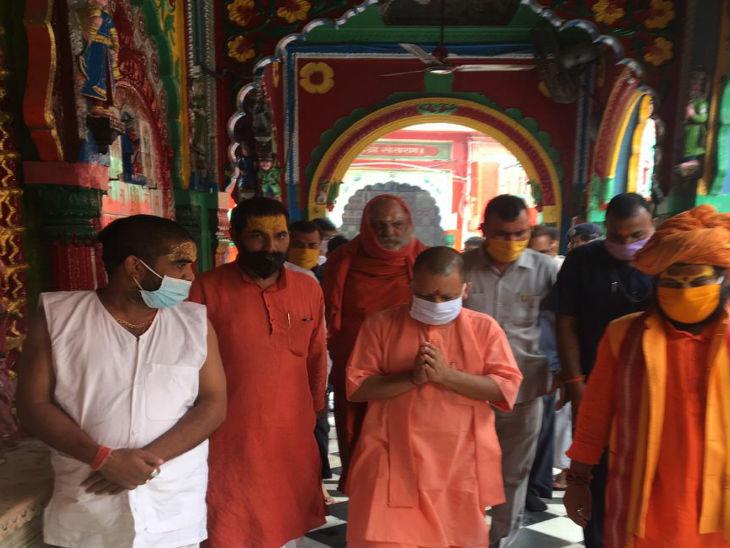 योगी ने हनुमानगढ़ी में किया दर्शन पूजन