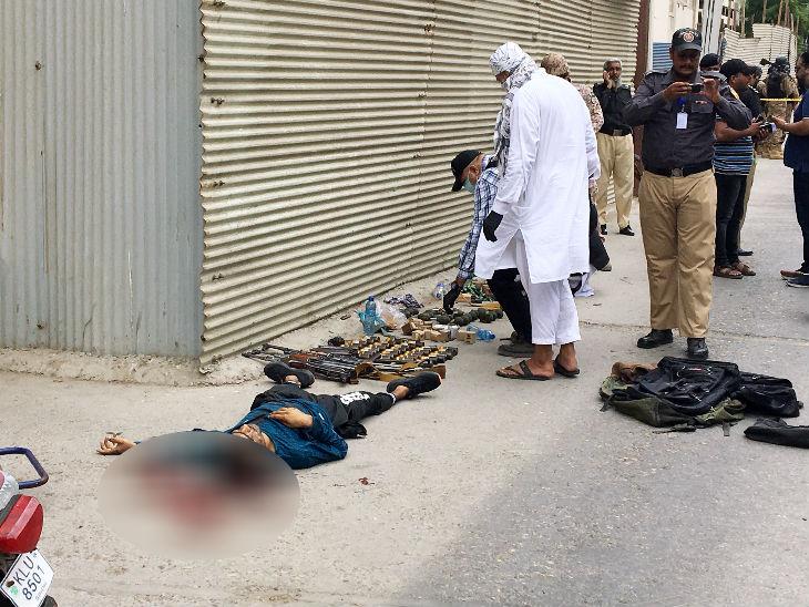 आतंकियों के पास भारी हथियार और ग्रेनेड थे। पुलिस ने सभी को बरामद कर लिया है।