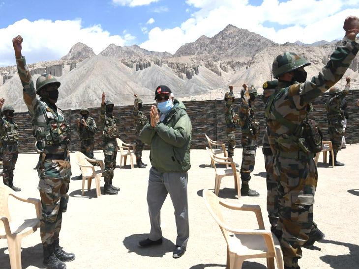 मोदी ने फिर चौंकाया, चीन से जारी तनाव के बीच लद्दाख पहुंचे; मैप के जरिए सीमा की रणनीति भी समझी|देश,National - Dainik Bhaskar