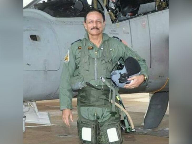 रिटायर्ड एयर मार्शल अनिल चोपड़ा फाइटर पायलट रह चुके हैं, वे बतौर एयर ऑफिसर इंचार्ज पर्सनल 2012 में रिटायर हुए।