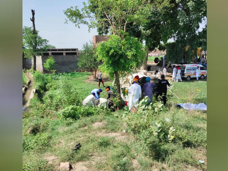 प्रधानमंत्री इमरान खान ने घटना पर दुख जताया। घायलों को अस्पताल पहुंचाया जा रहा है।