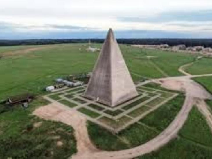 कपल का मानना है कि इस पिरामिड में रहने से इम्युनिटी बढ़ती है और कोरोना से बचाव होता है।