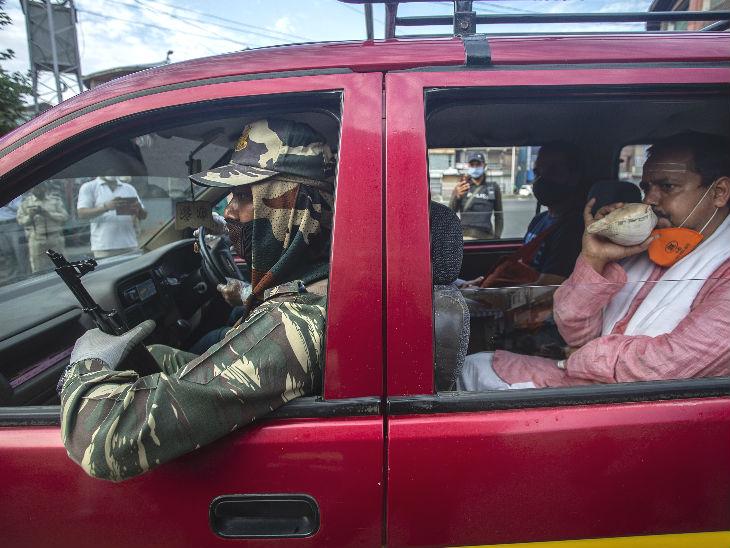 श्रीनगर से सुरक्षा में छड़ी मुबारक को रवाना किया गया।