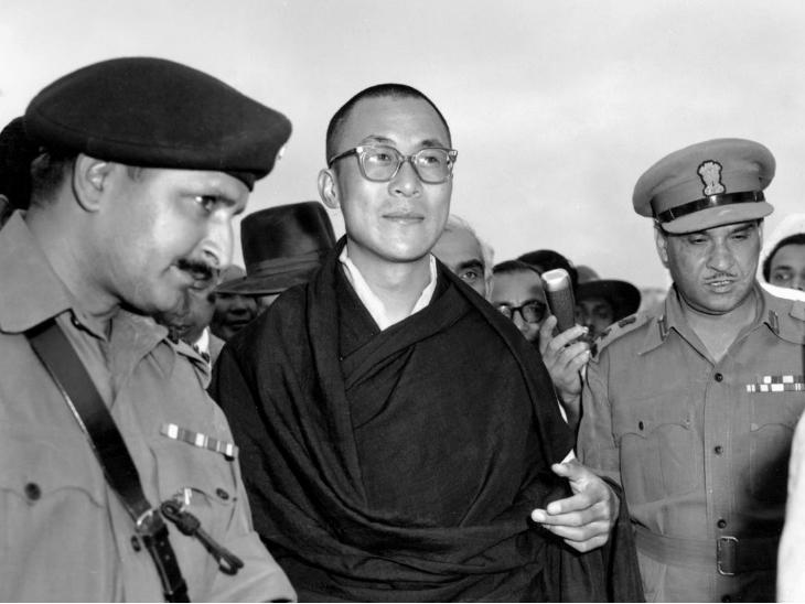 ये तस्वीर 18 अप्रैल 1959 की है। उस समय दलाई लामा असम के तेजपुर पहुंचे थे।