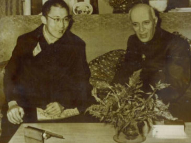 तिब्बत के धर्मगुरु 1956 में भारत की यात्रा पर आए थे।