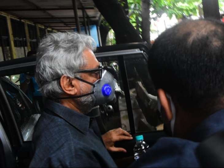 संजय लीला भंसाली से बांद्रा पुलिस स्टेशन में तीन घंटे तक पूछताछ हुई, उन पर सुशांत का काम रणवीर को देने का आरोप|बॉलीवुड,Bollywood - Dainik Bhaskar