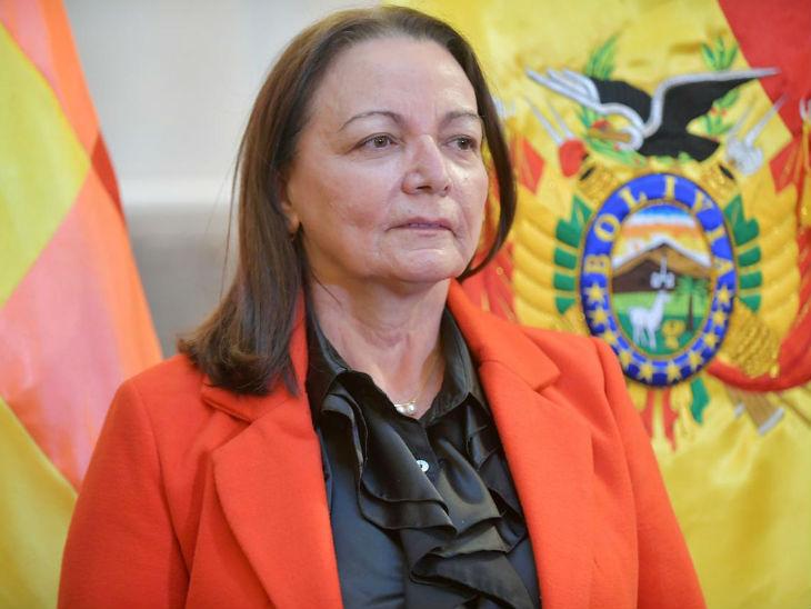 बोलीविया की स्वास्थ्य मंत्री इडी रोका पिछले चार दिनों में संक्रमित होने वाली तीसरी कैबिनेट मंत्री हैं।