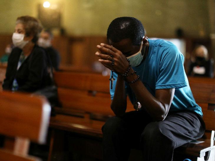 ब्राजील में चर्च खोल दिए गए हैं। हालांकि, लोगों से सोशल डिस्टेंसिंग का पालन करने के लिए कहा गया है। अमेरिका के बाद ब्राजील सबसे ज्यादा प्रभावित देश है।