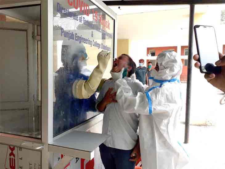 करनाल जिले में कोरोनावायरस की जांच के लिए एक व्यक्ति का सैंपल लेती स्वास्थ्य विभाग की टीम। - Dainik Bhaskar