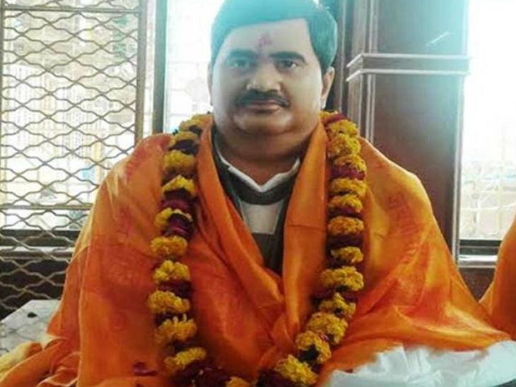 फतेहपुर के नरसिंहपुर कबराहा गांव में डकैत ददुआ की प्रतिमा भी लगाई गई है। 2007 में एसटीएफ की टीम ने ददुआ का एनकाउंटर किया था।