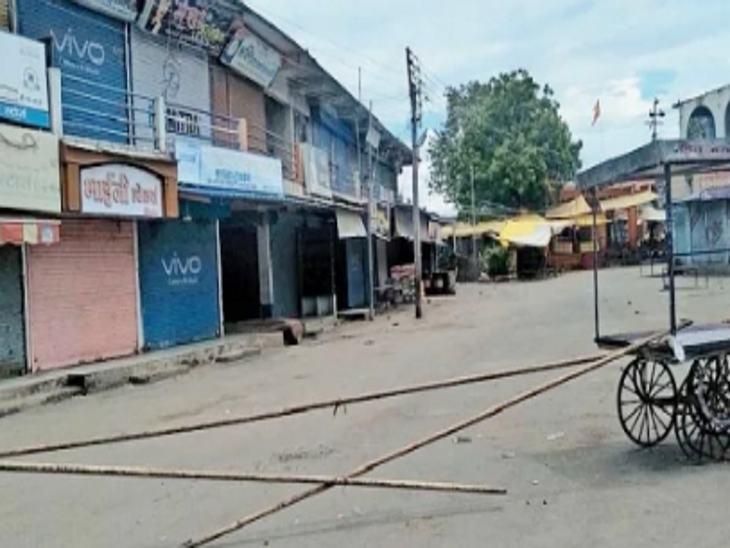 जवाहर चौक में एक युवक की कोरोना पाॅजिटिव रिपोर्ट आने के बाद बाजार बंद कराया गया। - Dainik Bhaskar