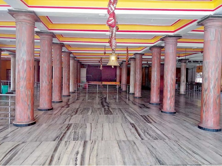 सावन की शुरूआत: मंदिर बंद होने के कारण श्रद्धालुओं ने घरों में ही की शिव की आराधना|दिल्ली + एनसीआर,Delhi + NCR - Dainik Bhaskar